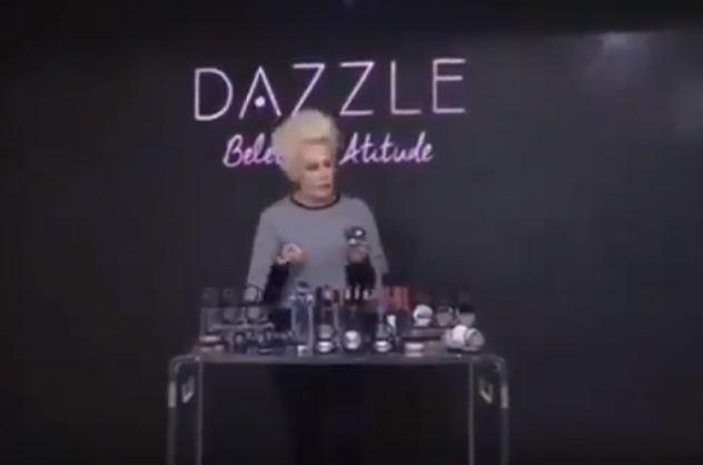 e29cae9d661 Hinode faz merchandising da linha Dazzle no programa Mais Você ...